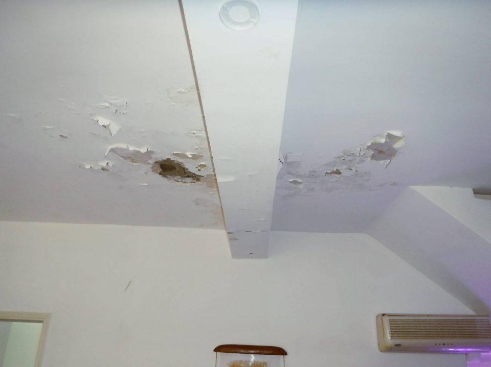fuite au plafond